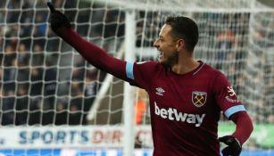 Chicharito en partido con el West Ham