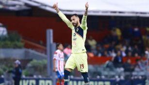 Víctor Aguilera festeja gol en el Azteca