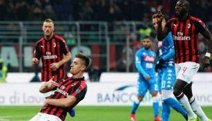 Krzysztof Piatek festeja uno de sus goles ante el Nápoles