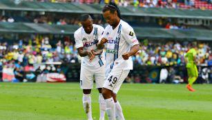Ronaldinho baila junto a Wiliam Da Silva tras anotación al América
