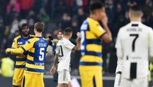 Jugadores de Parma festejan empate contra Juventus