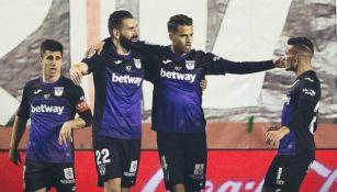 Diego Reyes (centro) festeja con sus compañeros del Leganés