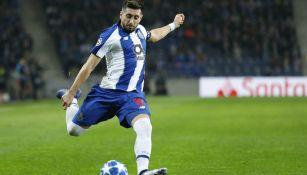 Herrera en un juego con el Porto