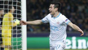 Lozano celebra anotación en Champions League