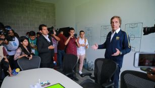 Rodrigo Ares de Parga  en conferencia con los medios