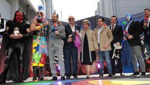 Luchadores de AAA en las instalaciones de TV Azteca