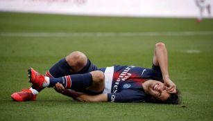 Cavani sufre lesión en el partido del PSG vs Bordeaux