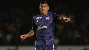 Carlos Salcido durante el duelo entre Veracruz y Tigres