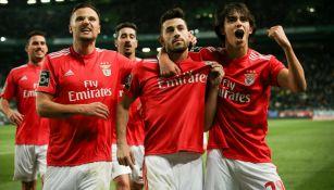 Benfica celebra una anotación frente al Nacional