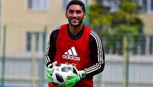 Jesús Corona en un entrenamiento de la Selección Mexicana