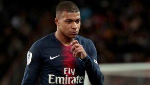 Kylian Mbappé se muestra pensativo en juego del PSG
