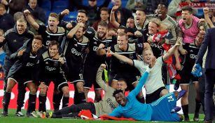 Los jugadores del Ajax festejan tras eliminar al Real Madrid