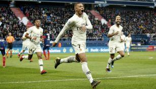 Mbappé festeja un gol con el PSG