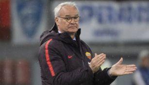 Claudio Ranieri aplaude en el juego entre la Roma y Empoli