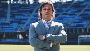 Almeyda posa en el estadio de los Earthquakes