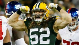 Clay Matthews festeja una tackleada con los Packers