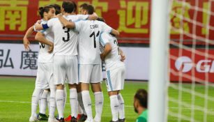 Uruguay celebra victoria frente a Uzbekistán