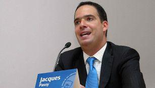 Jacques Passy en conferencia de prensa