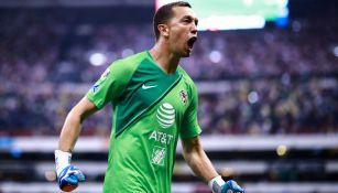 Agustín Marchesín festeja un gol del América