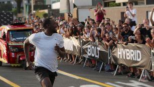 Usain Bolt corre contra el Mototaxi