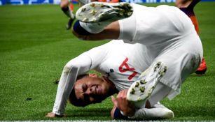 Dele Alli sufre caída en el partido de Champions