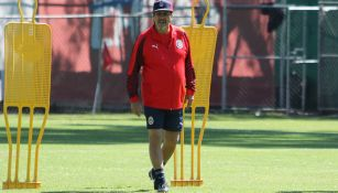Tomás Boy dirige su primer entrenamiento como DT de Chivas