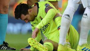 Messi sufre golpe en la nariz en partido del Barcelona