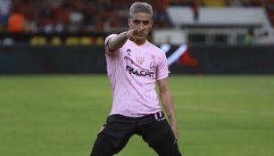 Brian Fernández festeja un gol con el Necaxa