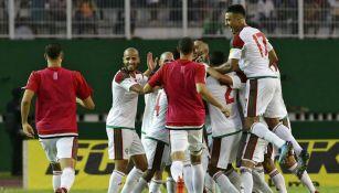 Jugadores de Marruecos celebran anotación