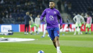 Jesús Corona previo a un encuentro de Champions League