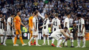 Jugadores de la Juventus celebran victoria en Serie A