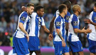 Herrera, durante un duelo con el Porto