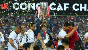 Almeyda levanta el trofeo de Concachampions