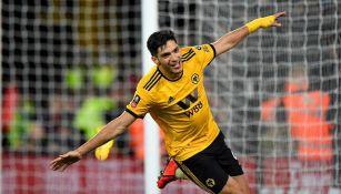 Raúl Jiménez festeja un gol con Wolves