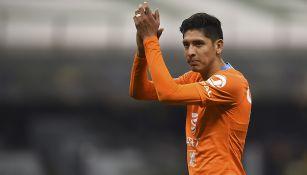 Edson Álvarez aplaude a la tribuna en juego de América
