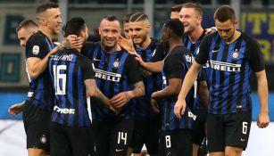 Inter de Milan celebra ventaja frente a la Juventus