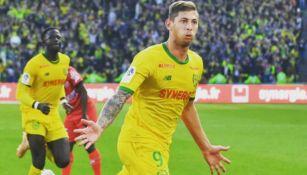 Emiliano Sala festeja un gol