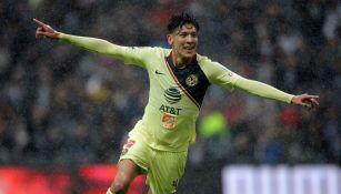 Edson Álvarez en festejo de gol