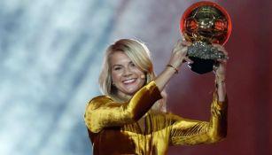 Ada Hegerberg recibe el Balón de Oro 2018