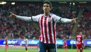 José Juan Macías festeja gol con Chivas