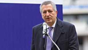Jorge Vergara habla en un evento público