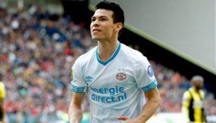 Lozano en festejo de gol con el PSV