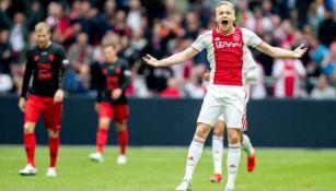 Van de Beek festeja gol contra Utrecht