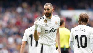 Benzema celebra anotación con el Real Madrid