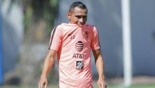 Paul Aguilar durante un entrenamiento de América en Coapa