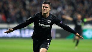 Luka Jovic festeja uno de sus goles con el Frankfurt