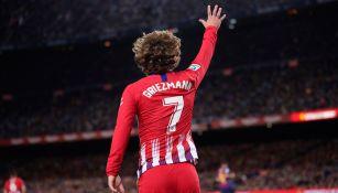 Griezmann saluda a la tribuna del Camp Nou