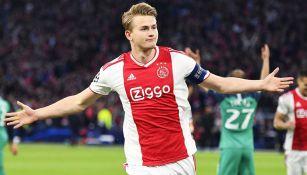 Matthijs de Ligt celebra un tanto con Ajax