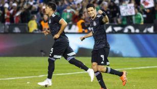 Raúl Jiménez festeja un gol en el amistoso entre el Tri y Chile