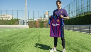 Ludovit presume la playera del Barcelona